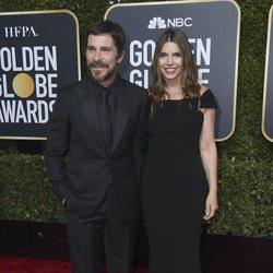 Christian Bale y Sibi Blazic en la alfombra roja de los Globos de Oro 2019