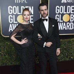 Jessica Chastain y Gian Luca en la alfombra roja de los Globos de Oro 2019