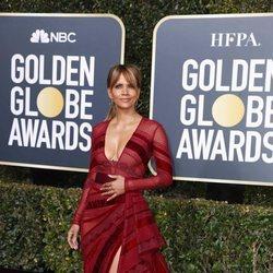 Halle Berry en la alfombra roja de los Globos de Oro 2019