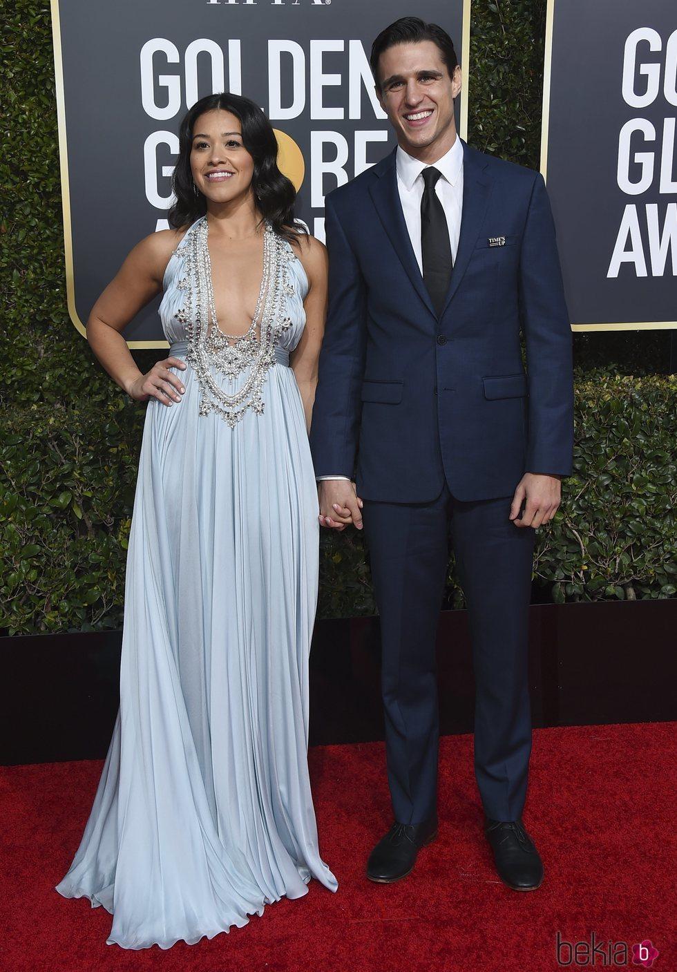 Gina Rodriguez y Joe LoCicero en la alfombra roja de los Globos de Oro 2019