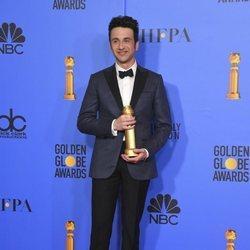 Justin Hurwitz con su premio en los Globos de Oro 2019