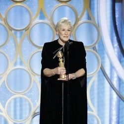 Glenn Close ofrenciendo su discurso al recoger su galardón en los Globos de Oro 2019