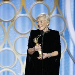 Glenn Close recogiendo su galardón en los Globos de Oro 2019