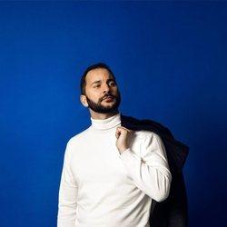 Antonio Tejado posando en la fotografía oficial de 'GH Dúo'