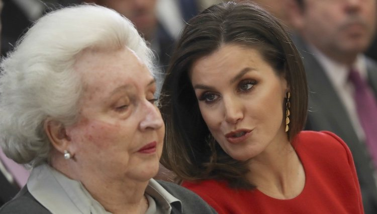 La Reina Letizia hablando con la Infanta Pilar en los Premios Nacionales del Deporte 2017