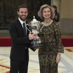 La Reina Sofía y Juan Mata en los Premios Nacionales del Deporte 2017