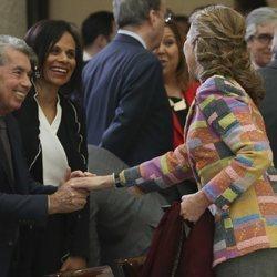 La Infanta Elena saluda a Manolo Santana y Claudia Rodríguez en los Premios Nacionales del Deporte 2017