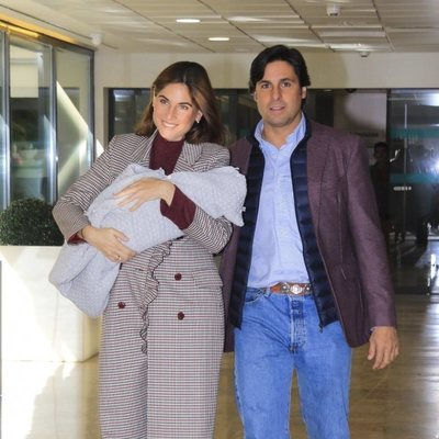 Fran Rivera junto a Lourdes Montes presentando a su hijo Francisco