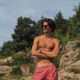 Emanuel Maktabi luce su torso durante unas vacaciones