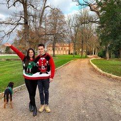 Louis Ducruet y Marie Chevallier posan divertidos con jerséis navideños