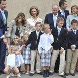 Los Reyes Felipe y Letizia y sus hijas, los Reyes Juan Carlos y Sofía, la Infanta Elena y sus hijos y la Infanta Cristina e Iñaki Urdangarin con sus hijos