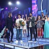 Miki con un ramo de flores al enterarse de que será representante de España en Eurovisión 2019