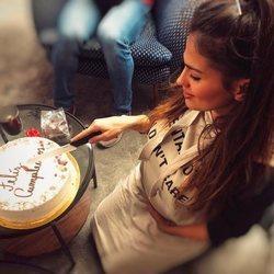 Sara Sálamo celebrando su 27 cumpleaños presumiendo de embarazo