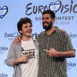Miki Nunyez y Adrià Salas posan juntos en la rueda de prensa de Eurovisión 2019