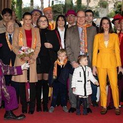 Estefanía de Mónaco junto a sus hijas, el Príncipe Alberto y los Príncipes Jacques y Gabriella en el 43º Festival Internacional de Circo de Montecarlo