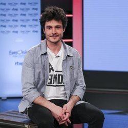 Miki Nunyez posando como representante de España en Eurovisión 2019