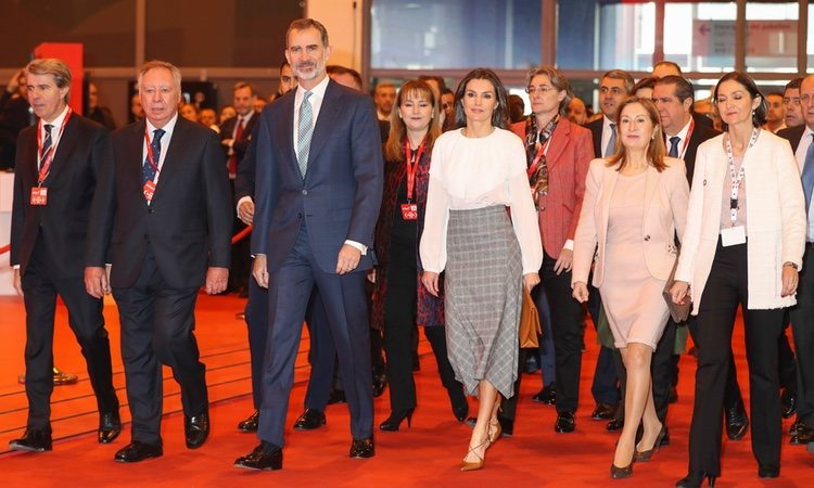 Los Reyes Felipe y Letizia con Ana Pastor en la inauguración de FITUR 2019