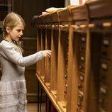 Estela de Suecia durante su primera visita a la Biblioteca Bernadotte