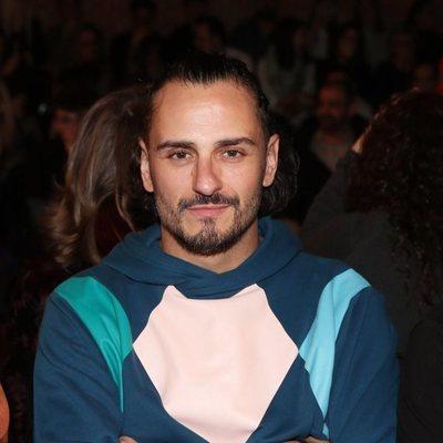 Asier Etxeandía en el desfile de Eduardo Navarrete en la MBFW Madrid 2019