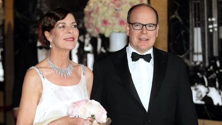 Alberto II y la Princesa Carolina de Mónaco presidiendo el Baile de la Rosa 2015