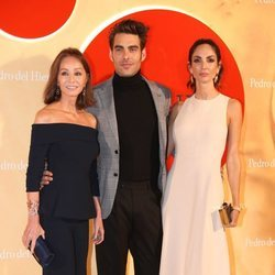 Isabel Preysler, Jon Kortajarena y Eugenia Silva en la Madrid Mercedes Fashion Week 2019