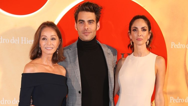 Isabel Preysler, Jon Kortajarena y Eugenia Silva en la Madrid Mercedes Fashion Week 2019