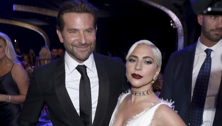 Bradley Cooper y Lady Gaga durante la gala de los SAG 2019