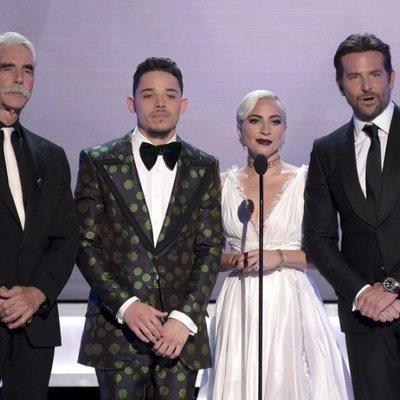 Sam Elliott, Anthony Ramos, Lady Gaga y Bradley Cooper durante la gala de los SAG 2019