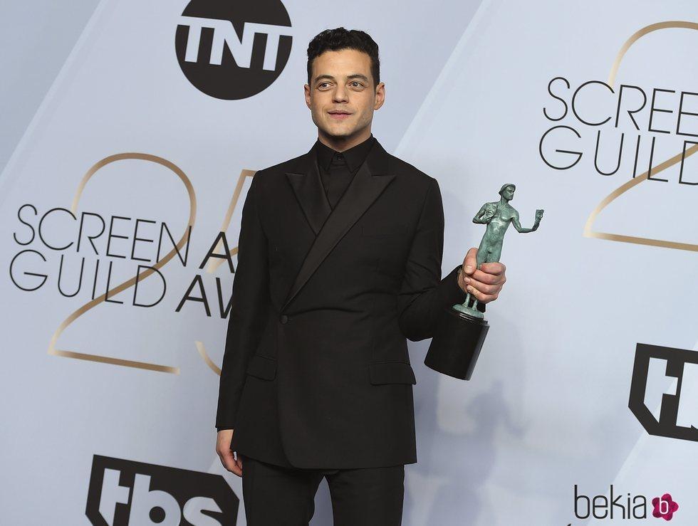 Rami Malek con su premio SAG 2019