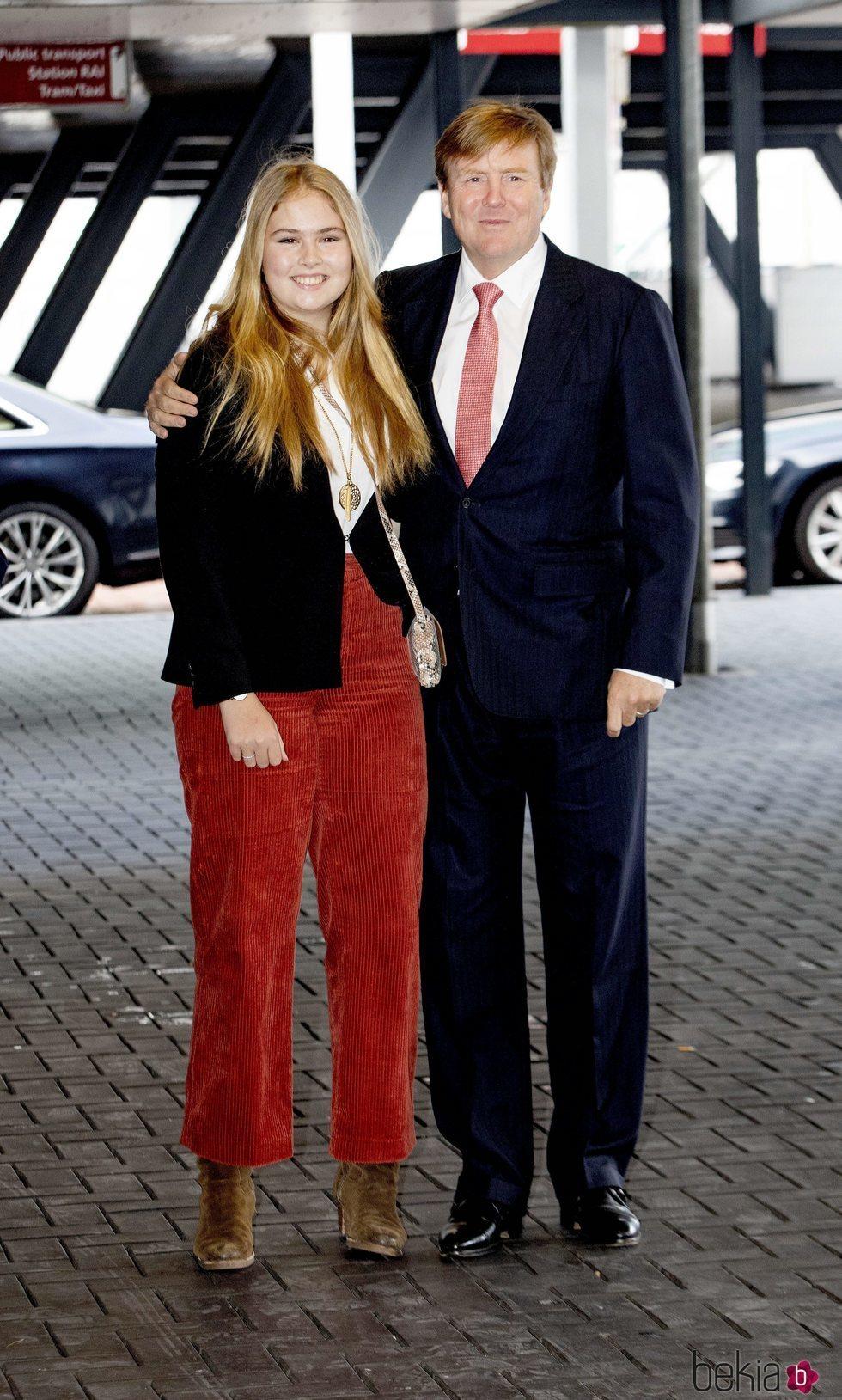 Guillermo Alejandro y Amalia de Holanda en el Concurso de Saltos de Amsterdam