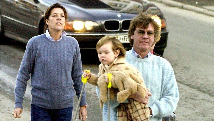 Carolina de Mónaco y Ernesto de Hannover con su hija Alexandra cuando era pequeña