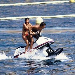 Estefanía de Mónaco y Anthony Delon en una moto de agua