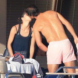 Rafa Nadal y Xisca Perelló besándose durante sus vacaciones en Ibiza