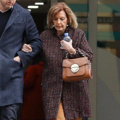 María Teresa Campos saliendo de una revisión médica rutinaria