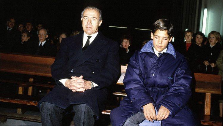 Alfonso de Borbón y su hijo Luis Alfonso en el funeral de Carmen Polo