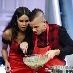 Cristina Pedroche y David Muñoz cocinando juntos en 'El Hormiguero'