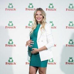 Patricia Montero, luciendo embarazo en un evento del que es imagen