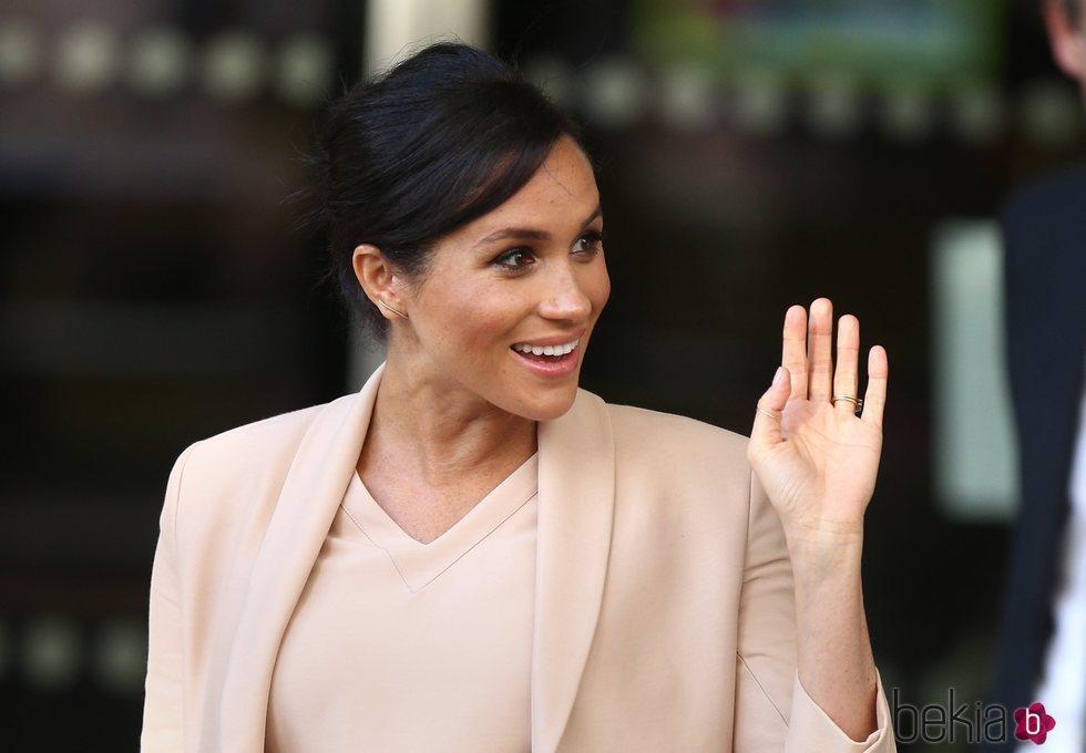Meghan Markle visita por primera vez el Teatro Nacional británico como patrona real