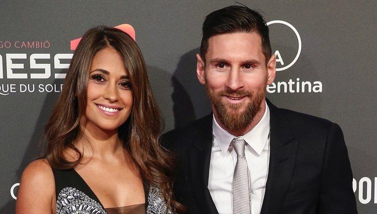 Leo Messi con Antonella Roccuzzo en la presentación de su show para Cirque du Soleil
