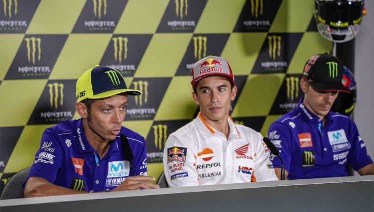 Marc Márquez y Valentino Rossi durante una rueda de prensa en el Gran Premio de la República Checa