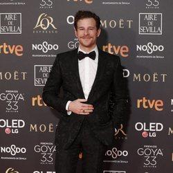 Álvaro Cervantes en la alfombra roja de los Premios Goya 2019