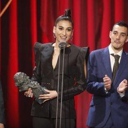 Carolina Yuste recogiendo su premio en los Goya 2019