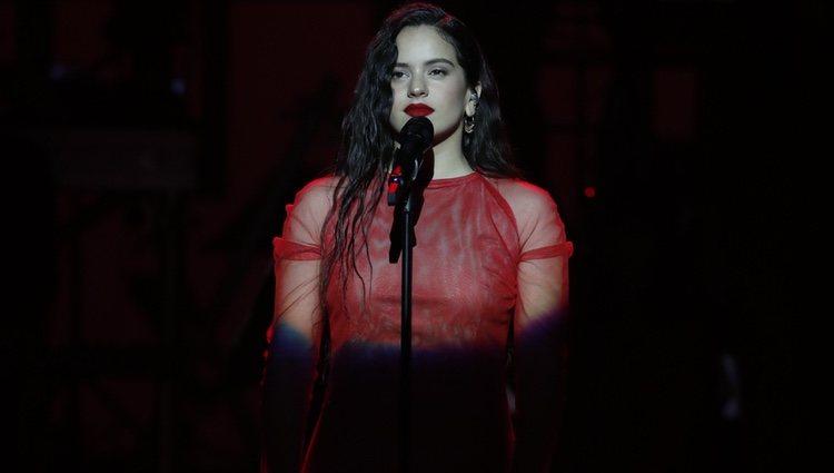 Rosalía actuando en la gala de los Premios Goya 2019