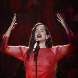 Rosalía es fotografiada durante su actuación en los Premios Goya 2019