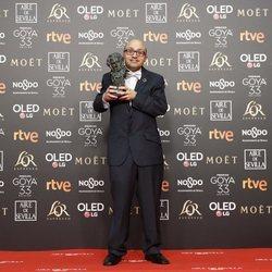 Jesús Vidal posa con su estatuilla en los Premios Goya 2019