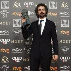 Álvaro Brechner posa con su estatuilla en los Premios Goya 2019