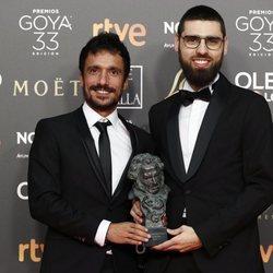 Carlos Bover Martinez y Julio Perez posan con sus estatuillas en los Premios Goya 2019