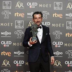 Luis Zahera posa con su estatuilla en los Premios Goya 2019