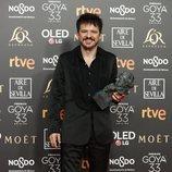 Coque Malla con su estatuilla en los Premios Goya 2019