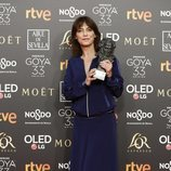 Clara Bilbao con su estatuilla en los Premios Goya 2019